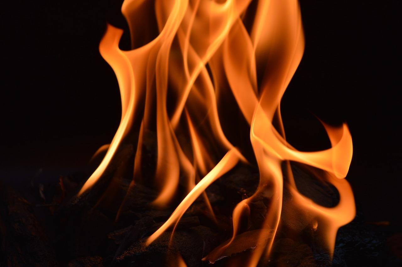 Telefoon in vuur er vlammen aan boord van vliegtuig