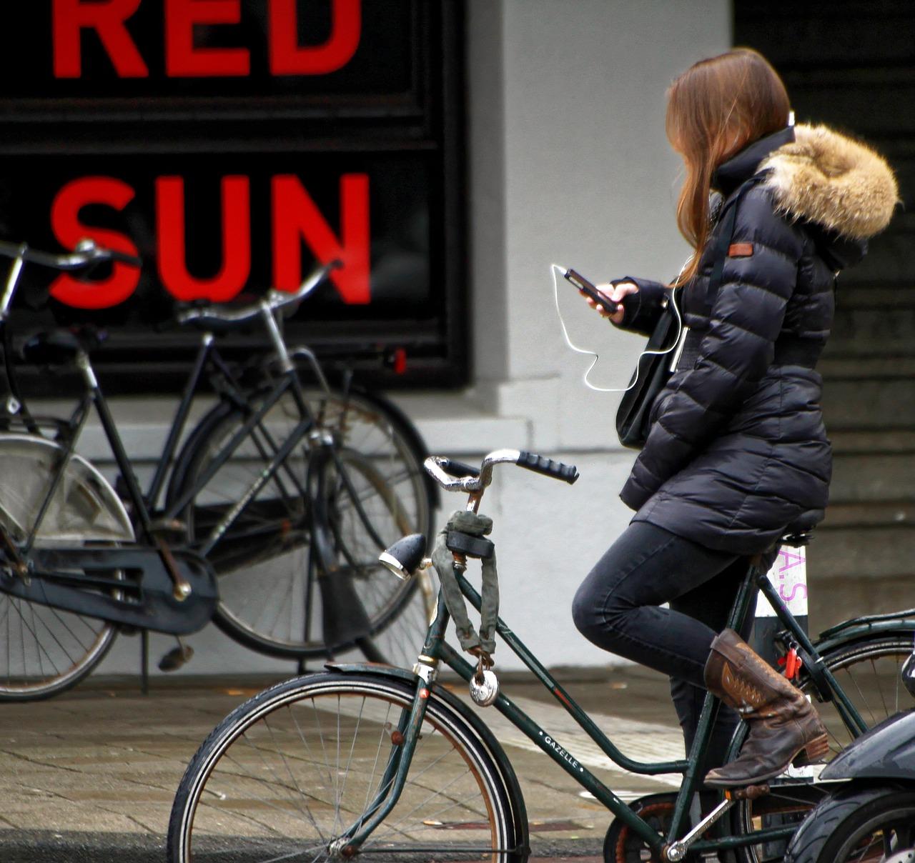Bellen op de fiets? Dat is ook heel gevaarlijk!