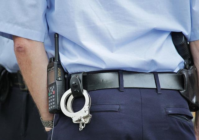 Politie schrijft honderden boetes uit voor mobiel gebruik in de auto